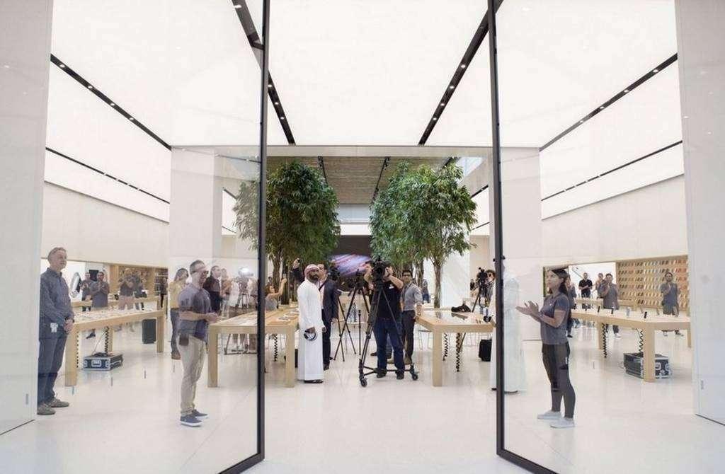 Entrada de la tienda Apple en Mall of Emirates de Dubai.