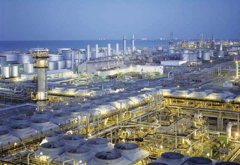 Imagen de una refinería de Abu Dhabi.