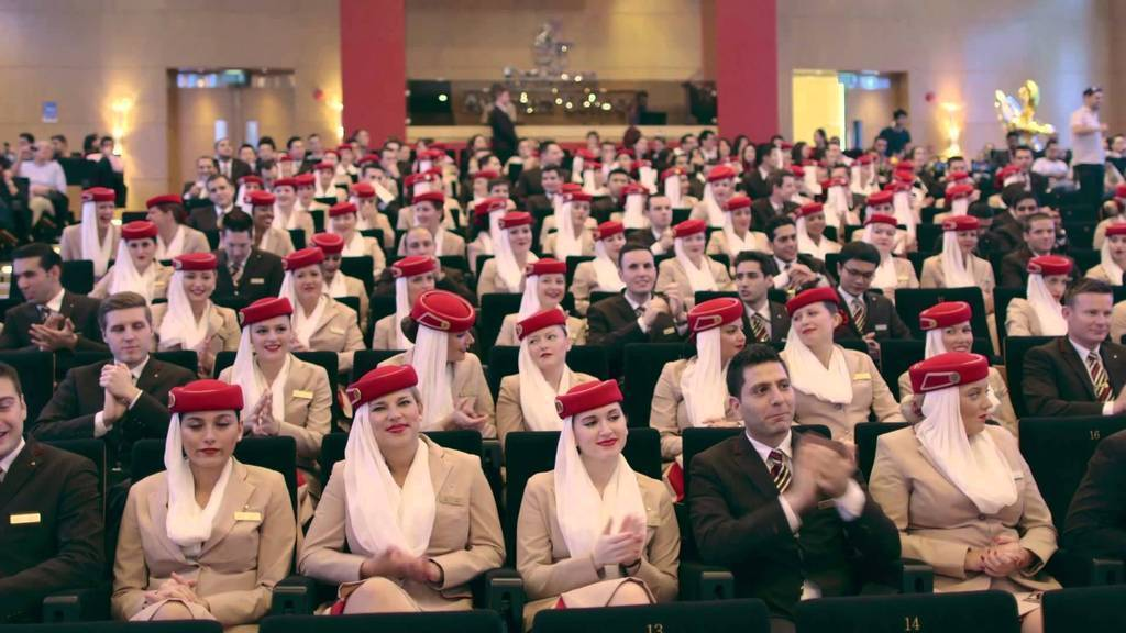 Personal de cabina de Emirates Airline.