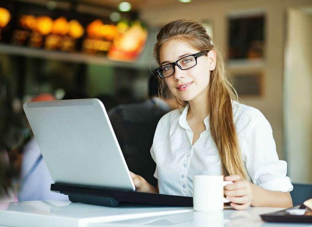 Cada persona recibirá información directa sobre ofertas laborales del sector en el que tenga interés. (EL CORREO)