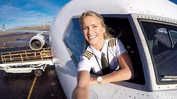 María la piloto famosa de Ryanair.
