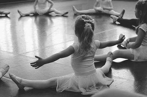 Abu Dhabi precisa profesoras de ballet.