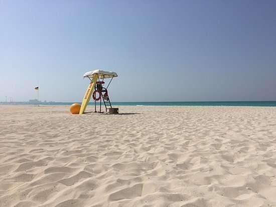 Puesto de socorrista en una playa de Abu Dhabi.