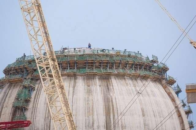 Últimos trabajos en la nueva cúpula de hormigón de la central nuclear de Barakah (Emirates Nuclear Energy Corporation)