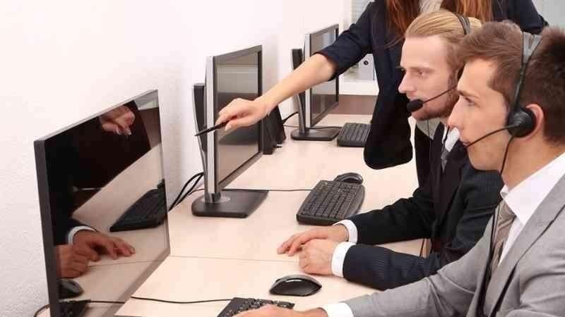 Se requieren recepcionistas entre otros profesionales.