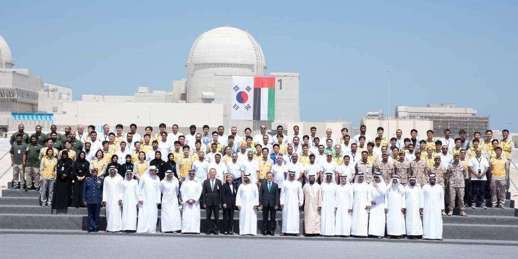 Trabajadores en la Central Nuclear de EAU.