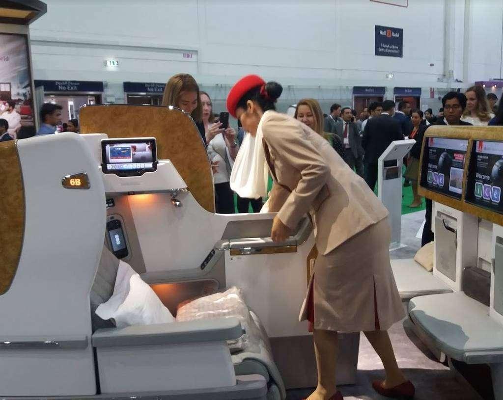 Asientos de Emirates expuestos en la Arabian Travel Market. (EL CORREO)
