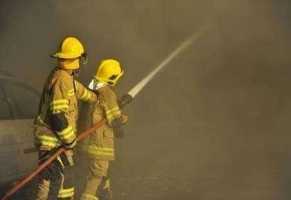 Los bomberos de Dubai se personaron rápidamente en el lugar del siniestro.