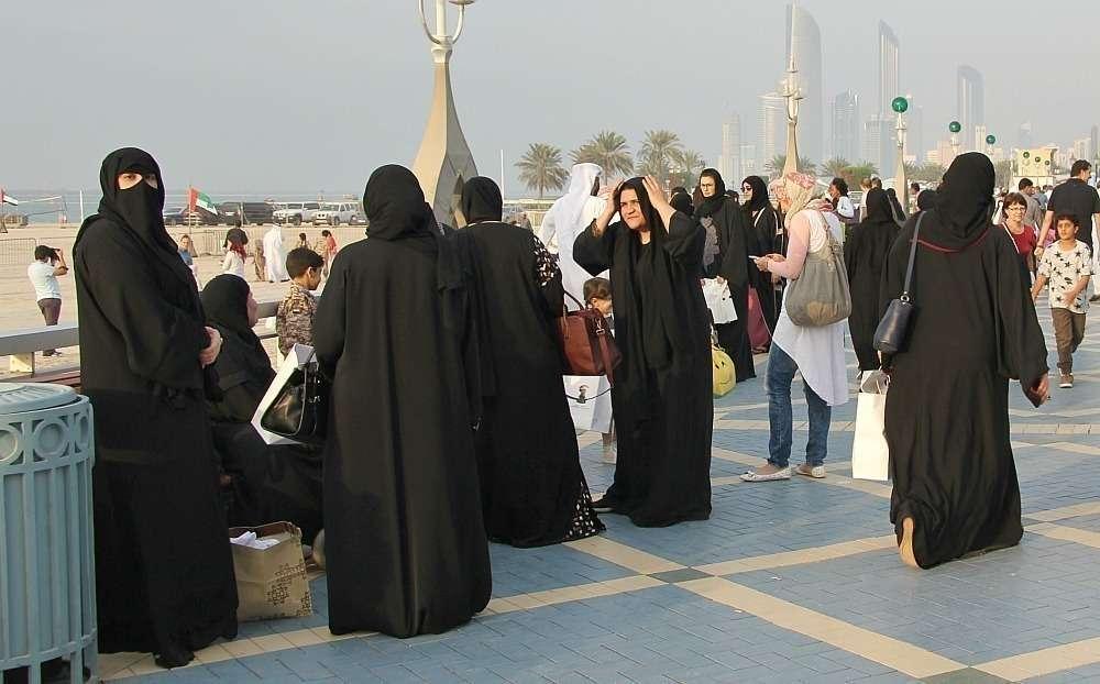Resultado de imagen para mujeres con abaya