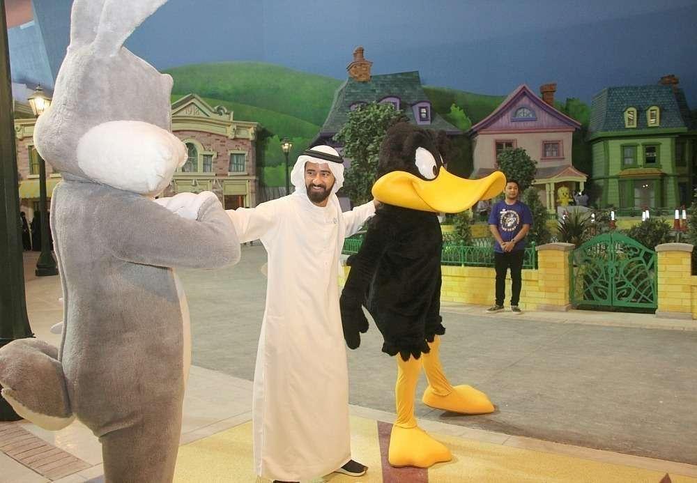 Bugs Bunny y Pato Lucas reciben a los visitantes. (EL CORREO)