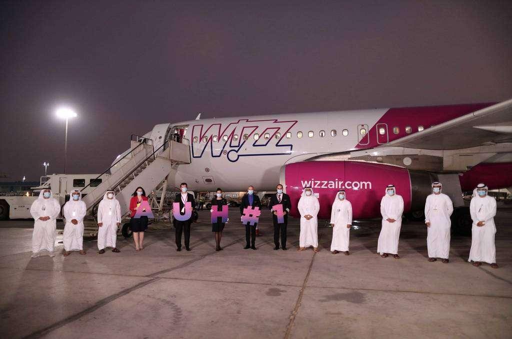 El primer vuelo programado de Wizz Air aterriza en Abu Dhabi | EL ...