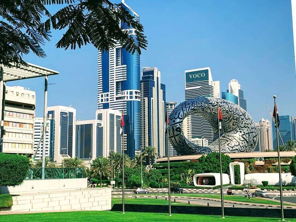 Una imagen del nuevo barrio de Dubai con el Museo del Futuro. (EL CORREO)