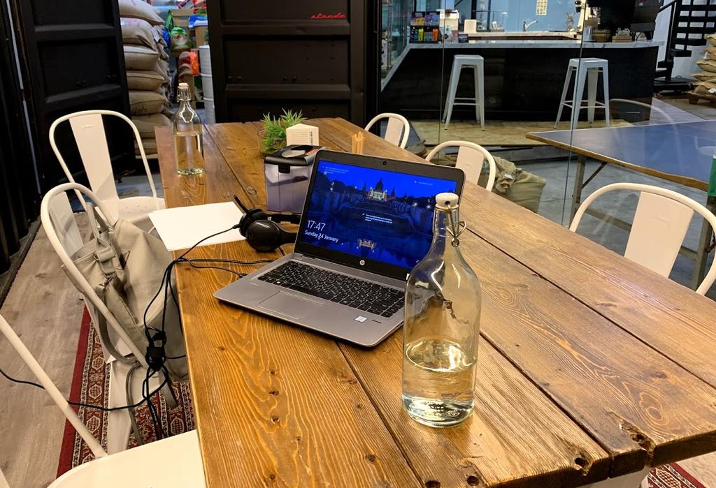 Una mesa de trabajo en Dubai. (EL CORREO)