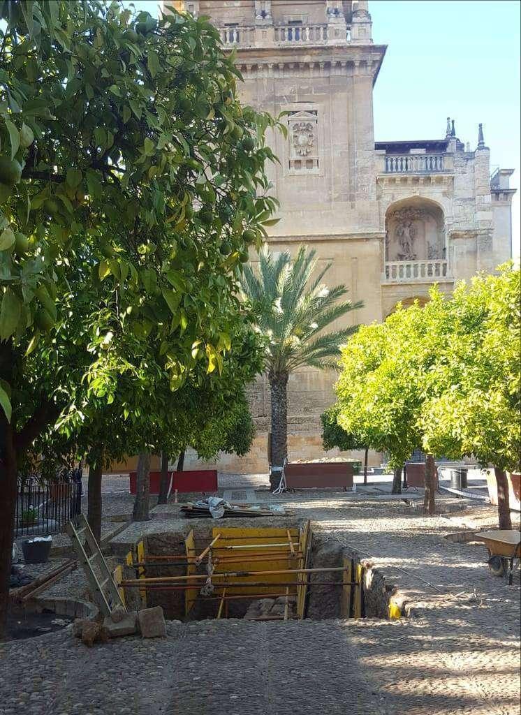 Excavación en el Patio de los Naranjos de la Mezquita de Córdoba. (Cedida)