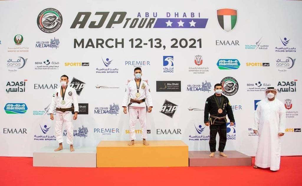 Williams Campos con su medalla de oro en Abu Dhabi. (Cedida)