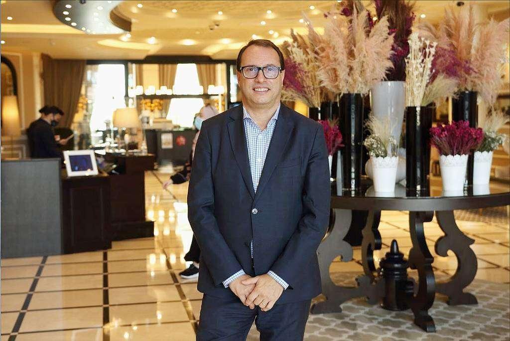 Juan Carlos Reina, directo del hotel Dukes The Palm, el diamante de Barceló en Emiratos Árabes. (Richard Ramos / EL CORREO)