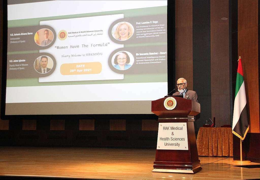 El doctor Rao, rector de RAK Medical and Health Science University, durante su intervención. (EL CORREO)