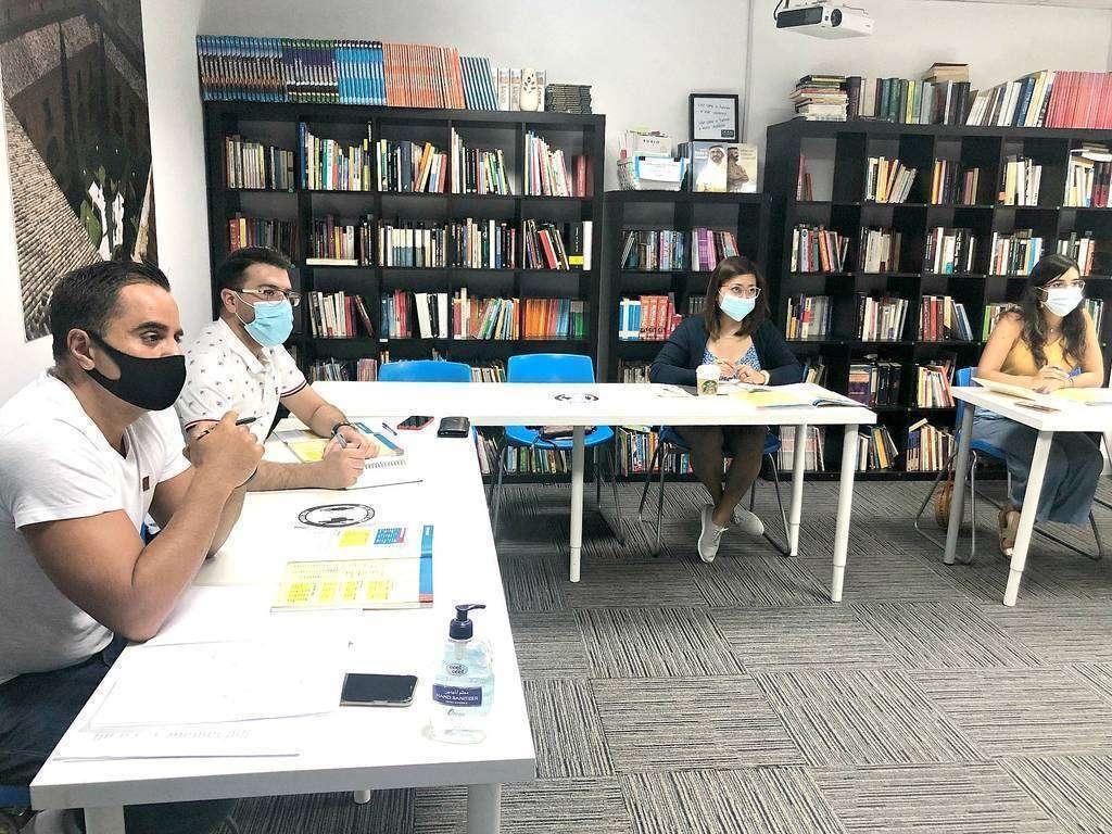 Alumnos asisten a clases presenciales de español en UCAM Dubai con todas las medidas de seguridad. (Cedida)