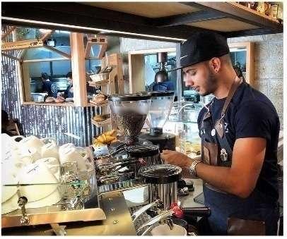 Christopher, barista latino.