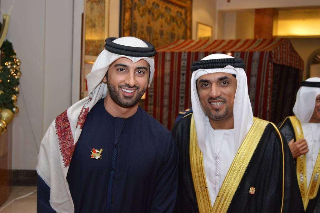 Essa Younes, con el diplomático Khalid Al-Nuaimi, que trabajaba en la Embajada de Emiratos Árabes en Madrid. (Cedida)