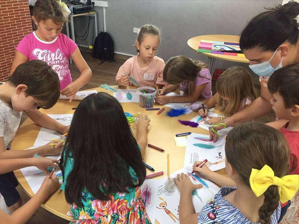 Alumnos de El Cole en Dubai, durante el taller. (Cedida)