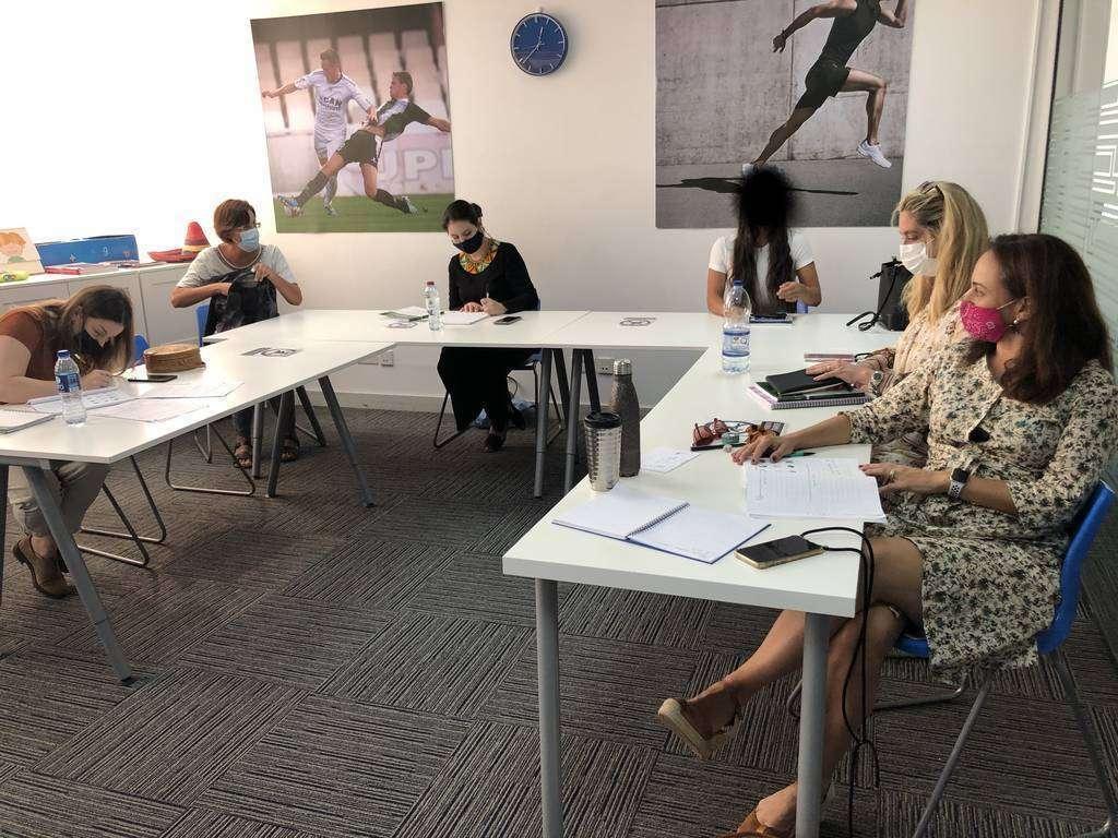 Clase de árabe presencial en la sede de UCAM en Dubai. (Cedida)