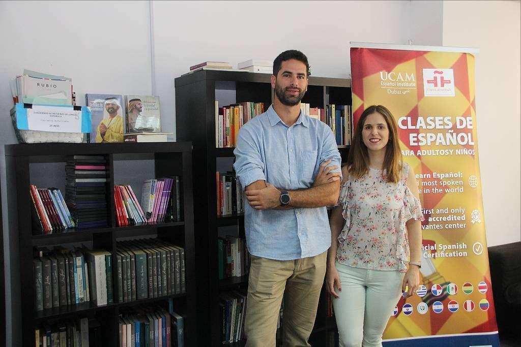 Alberto Fernández, director de UCAM Español Institute, y Esther Galán, manager de Márketing.