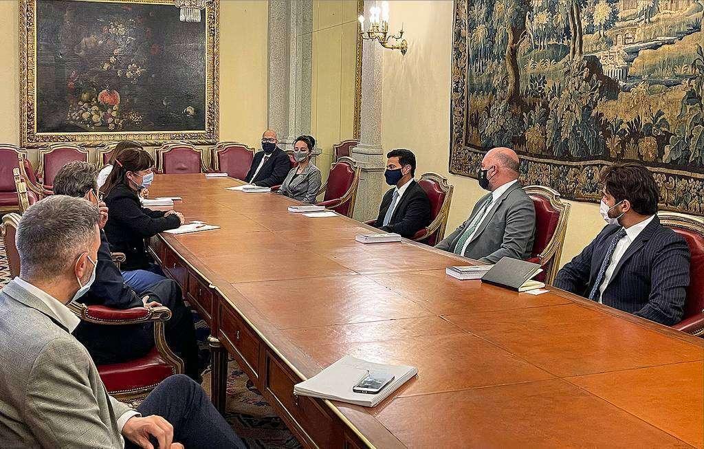 Encuentro de las delegaciones española y de Sharjah en Madrid. (WAM)