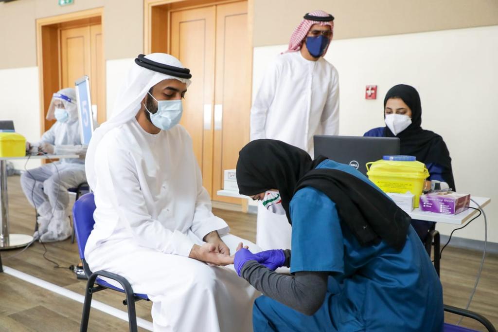 El número de test realizado en Emiratos Árabes para detectar el coronavirus multiplica al de su población. (WAM)