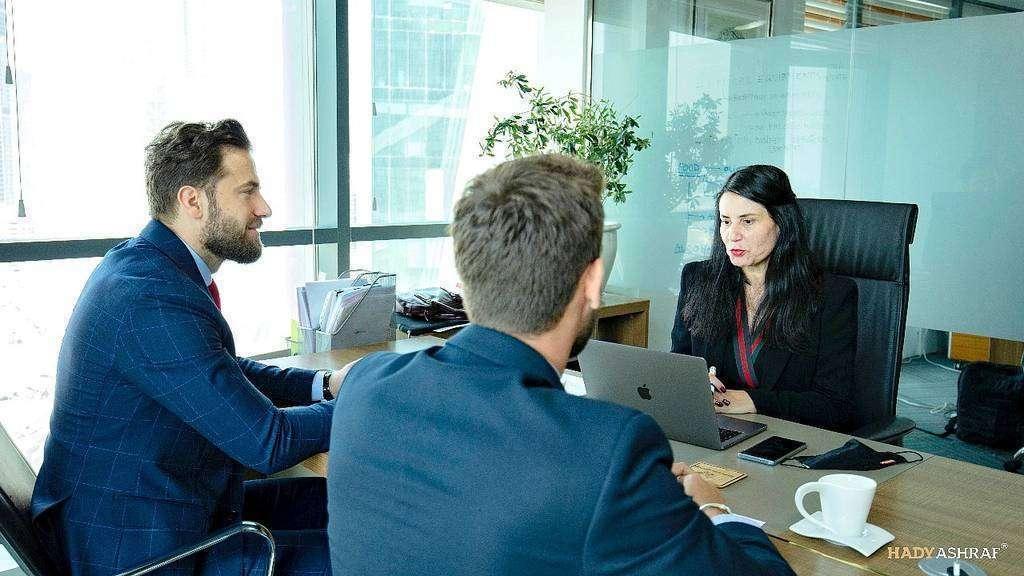 La española Mabel Hoyos, durante una reunión en la sede Hebany Group en Dubai. (Cedida)