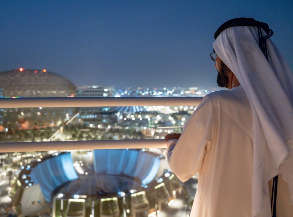 El gobernante de Dubai admira el sitio de la Expo 2020. (Twitter)