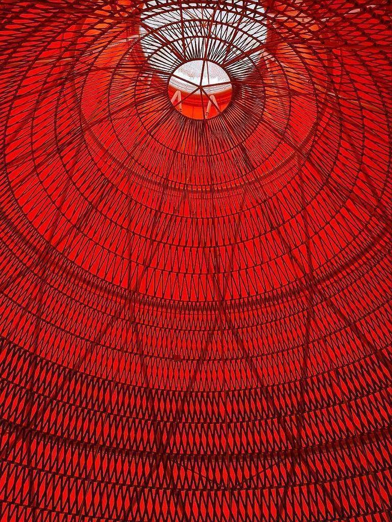 Perspectiva interior de una de las cúpulas que presiden el Pabellón de España en Expo 2020 Dubai. (Cedida)