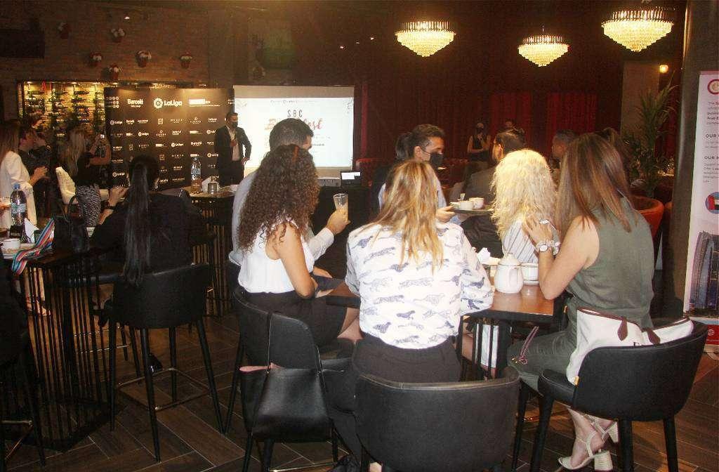 Perspectiva del restaurante durante la intervención de Eduardo Espiritusanto. (EL CORREO)