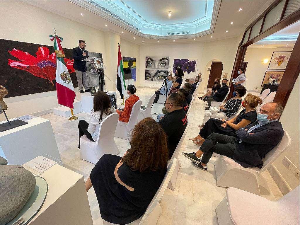 David Dávila, cónsul de México en Emiratos Árabes, fue el encargado de introducir el acto. (EL CORREO)