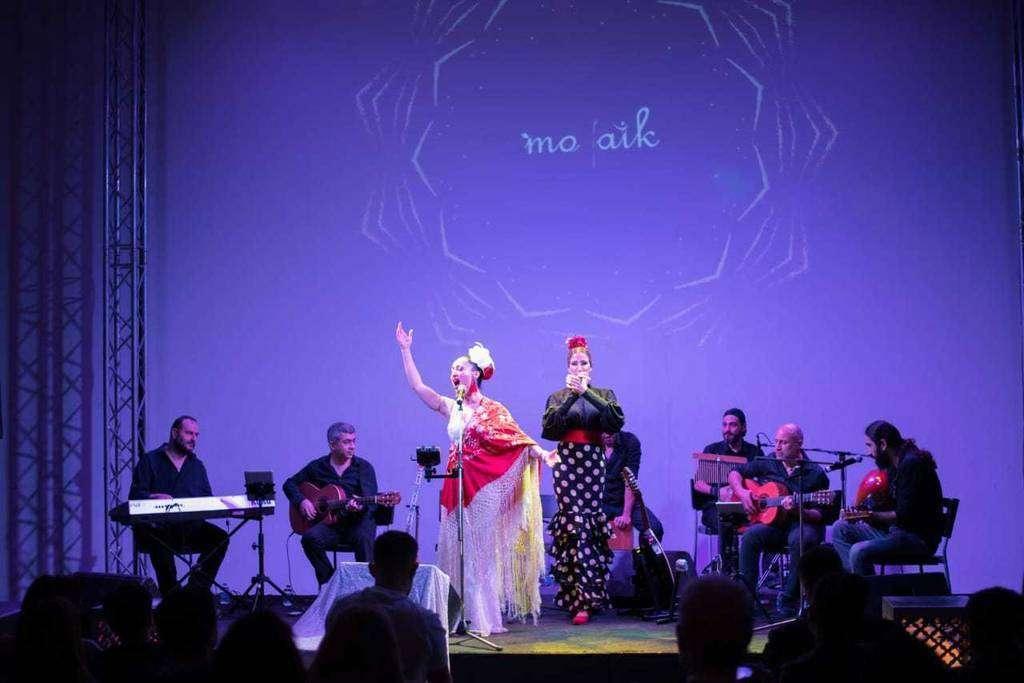 Mozaik fusiona sobre el escenario los estilos flamenco, latino y arabesque. (Paula Scherson)