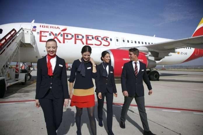 Tripulación de cabina de Iberia Express. (Twitter)