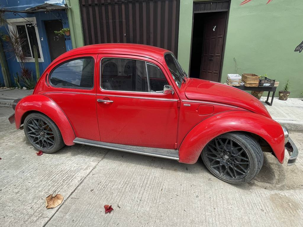 El coche de la deportista mexicana a la venta. (Twitter)