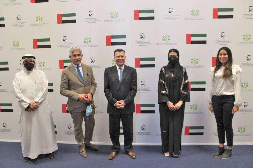 Foto de familia de representantes de la Ciudad Humanitaria de Dubai y de Abbacol. (Cedida)