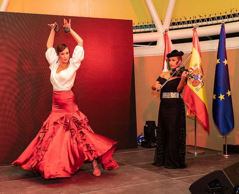 La bailaora Raquel Reina y la violinista Fabiola Salinas. (Cedida)
