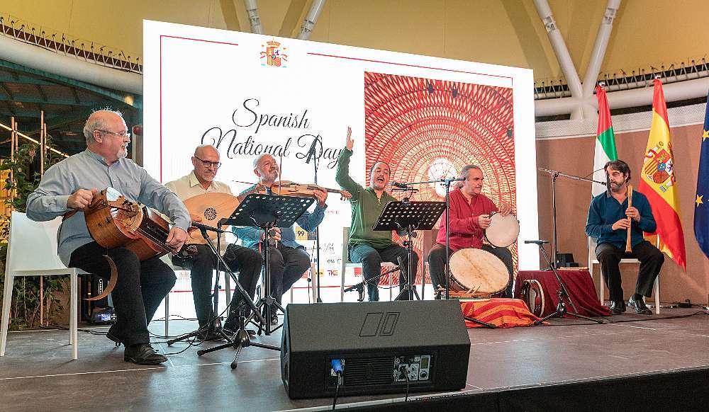 Artefactum hizo una conmovedora interpretación de los Himnos nacionales de Emiratos Árabes y España. (Cedida)