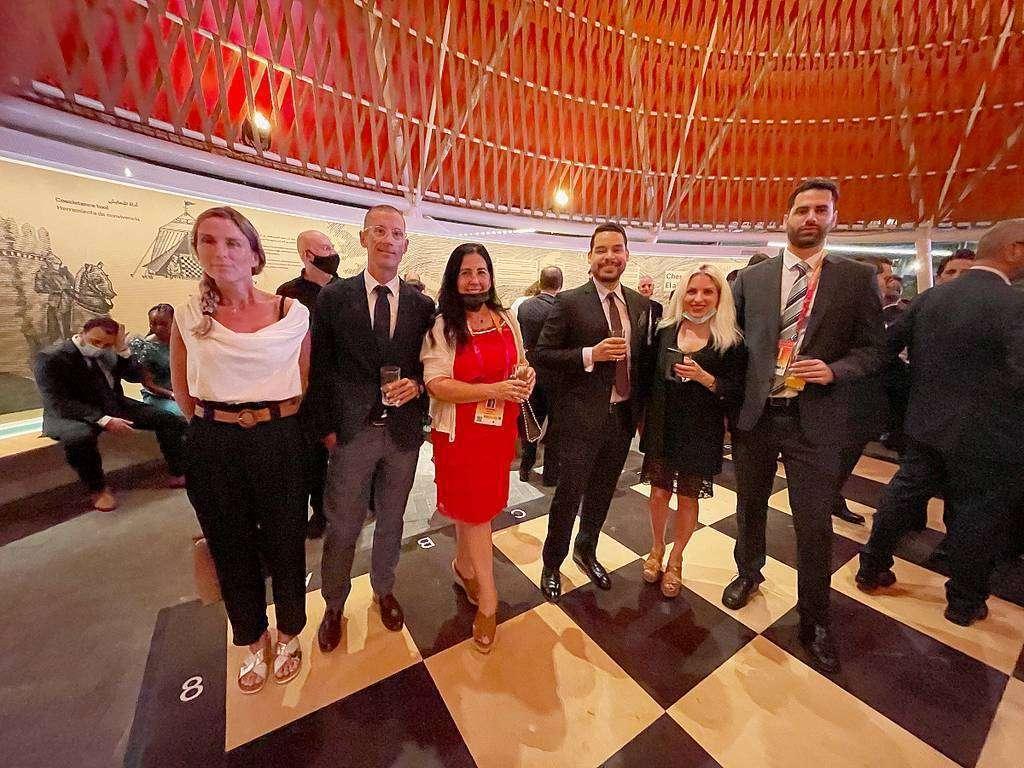 Españoles, entre ellos dos representantes del CRE, en el acto desarrollado en el Pabellón de España en Expo 2020 Dubai. (EL CORREO)
