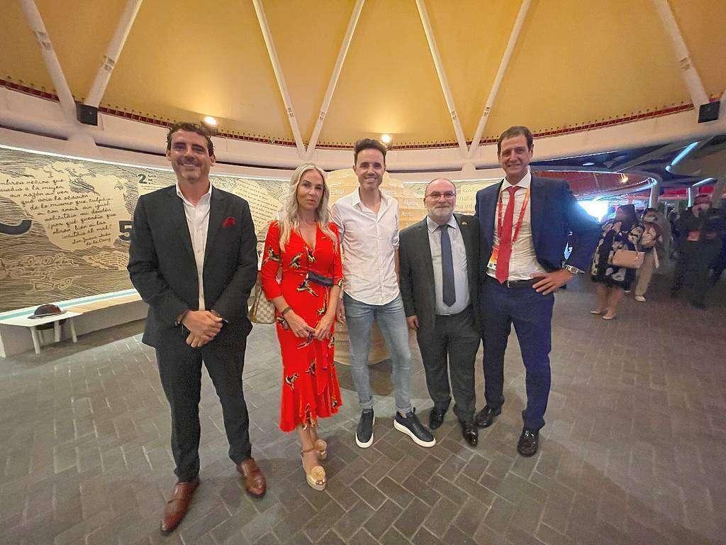 Españoles, entre ellos el gran ciclista Samuel Sánchez, en el Pabellón de España de Expo 2020 Dubai. (EL CORREO)